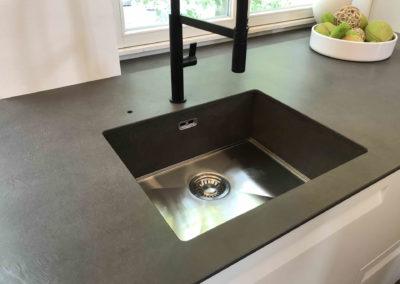 09-Urban_Antracite-Cemento-Joppe-Exclusiv-Einbaukuchen-GmbH-MK_1OG_DieVilla_09
